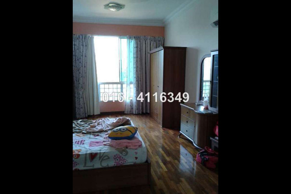 For Sale Condominium at Gurney Beach, Gurney Drive Leasehold Semi Furnished 3R/4B 1.75m
