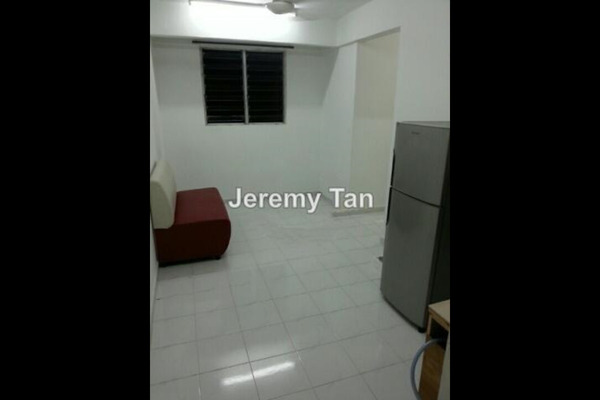 For Sale Apartment at Pinang Emas Flat, Batu Ferringhi Leasehold Semi Furnished 2R/1B 140k