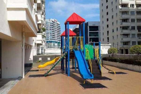 For Sale Condominium at D'Piazza Condominium, Bayan Baru Freehold Semi Furnished 3R/2B 565k