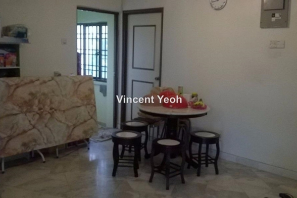 For Sale Apartment at Lavinia Apartment, Sungai Nibong Freehold Semi Furnished 3R/2B 550k