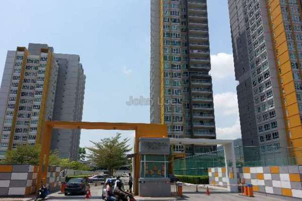 For Sale Condominium at Central Park, Green Lane Freehold Semi Furnished 4R/5B 1.38m