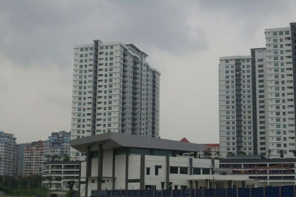 For Sale Condominium at The Golden Triangle, Relau Freehold Unfurnished 3R/2B 560k