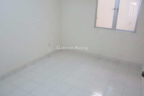 For Sale Condominium at Kinrara Mas, Bukit Jalil Leasehold Unfurnished 3R/2B 448k