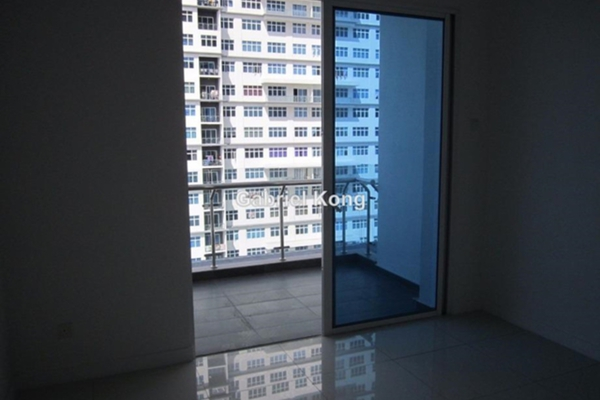 For Sale Condominium at Skypod, Bandar Puchong Jaya Leasehold Unfurnished 3R/3B 690k