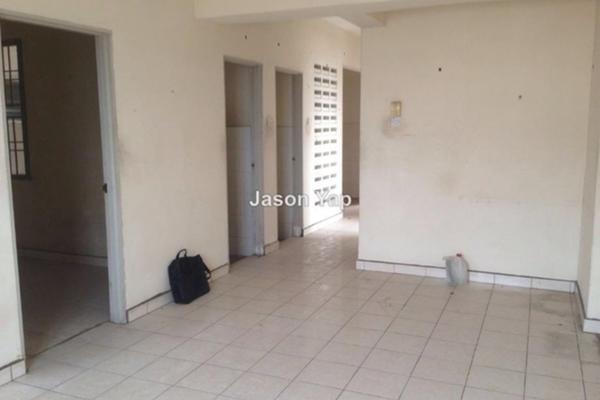 For Sale Apartment at Kantan Court, Seri Kembangan Leasehold Unfurnished 3R/2B 255k