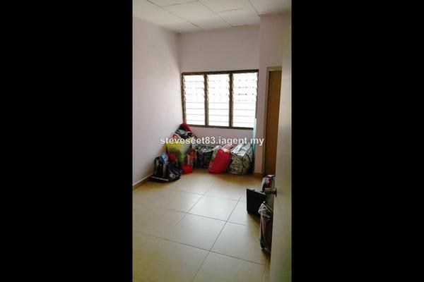 For Sale Terrace at Taman Sungai Besi Indah, Seri Kembangan Leasehold Semi Furnished 4R/3B 530k