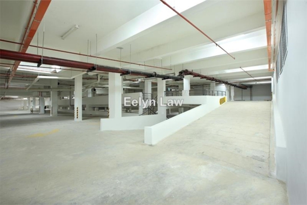 For Sale Office at 32 Avenue, Seri Kembangan Leasehold Unfurnished 0R/0B 2.4m