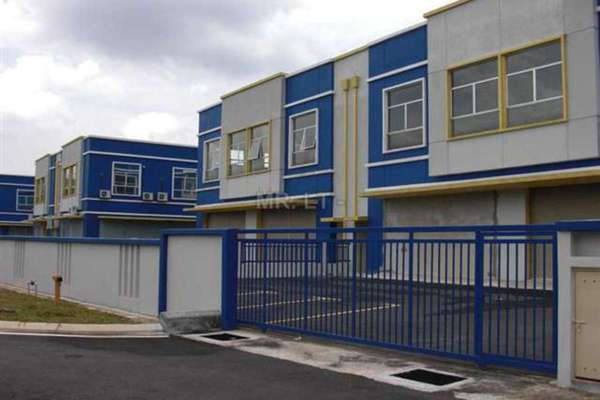 For Sale Factory at Taman Kinrara, Bandar Kinrara Leasehold Semi Furnished 0R/1B 3m