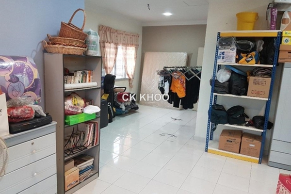 For Sale Link at PJS 3, PJ South Leasehold Semi Furnished 5R/3B 950k
