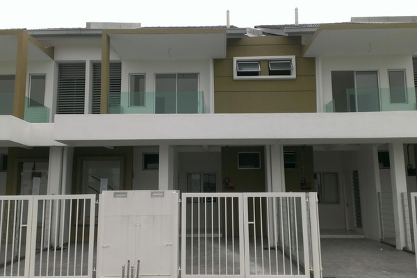 For Sale Townhouse at Pearl Villa, Bandar Saujana Putra Leasehold Unfurnished 3R/2B 335.0千