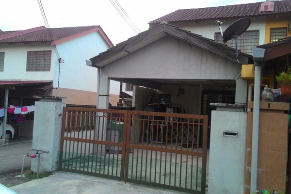 For Sale Terrace at Taman Kantan Permai, Kajang Leasehold Unfurnished 3R/2B 330k