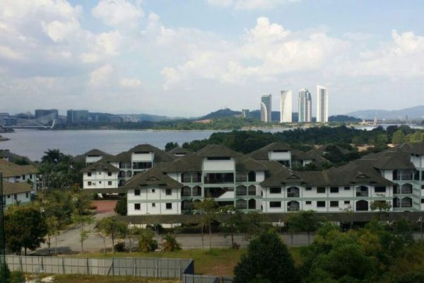 For Sale Condominium at Lakeview Residency, Cyberjaya Freehold Unfurnished 3R/2B 650k