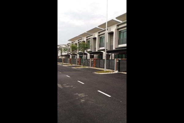 For Sale Terrace at Taman Putra Prima, Puchong Freehold Semi Furnished 5R/5B 980k