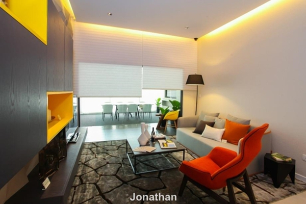 For Sale Serviced Residence at Suria Residence, Bukit Jelutong Freehold Fully Furnished 2R/2B 550k