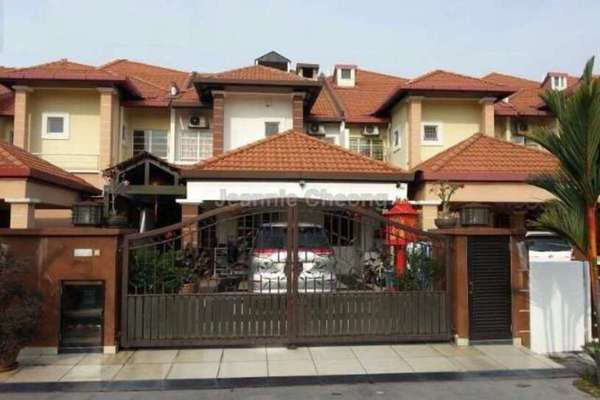 For Sale Terrace at Taman Tasik Prima, Puchong Leasehold Semi Furnished 4R/5B 990k