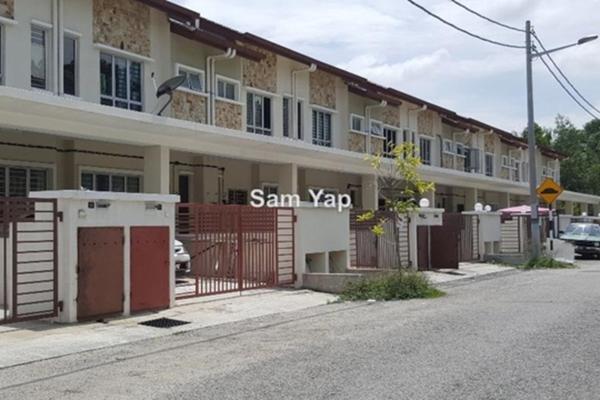 For Sale Terrace at Taman Universiti Indah, Seri Kembangan Freehold Unfurnished 3R/3B 574k