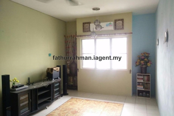 For Sale Apartment at Bandar Pinggiran Subang, Subang Leasehold Semi Furnished 3R/2B 205k