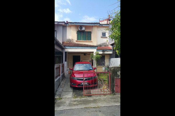 For Sale Terrace at Bandar Tasik Puteri, Rawang Leasehold Semi Furnished 4R/3B 258k