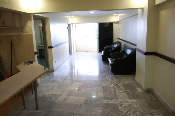 For Sale Apartment at Vantage Point, Desa Petaling Freehold Semi Furnished 3R/2B 330k