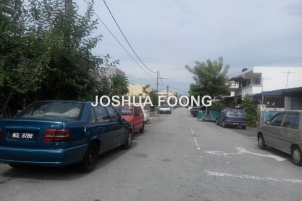 For Sale Terrace at Taman Putra, Ampang Leasehold Semi Furnished 2R/2B 350k