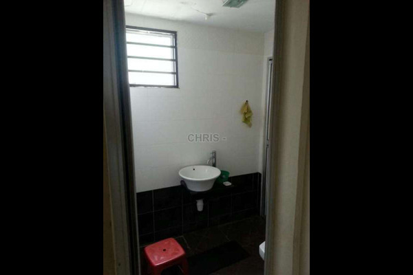 For Sale Terrace at Taman Usaha Jaya, Kepong Leasehold Semi Furnished 4R/2B 680k