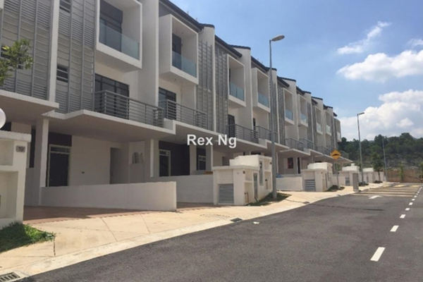 For Sale Superlink at LakeClub Parkhome, Rawang Leasehold Unfurnished 5R/5B 1.1m