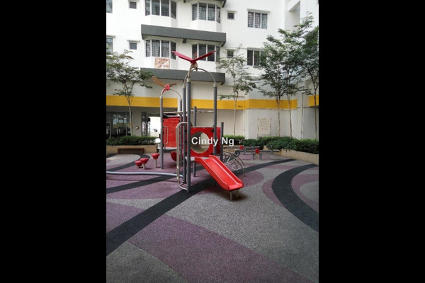 For Sale Condominium at Main Place Residence, UEP Subang Jaya Leasehold Semi Furnished 2R/1B 435k