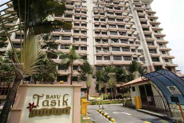 For Sale Condominium at Bayu Tasik 1, Bandar Sri Permaisuri Leasehold Semi Furnished 3R/2B 400k