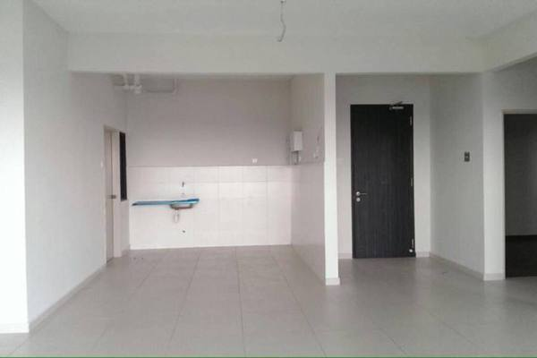 For Sale Condominium at Zefer Hill Residence, Bandar Puchong Jaya Freehold Unfurnished 4R/3B 650k