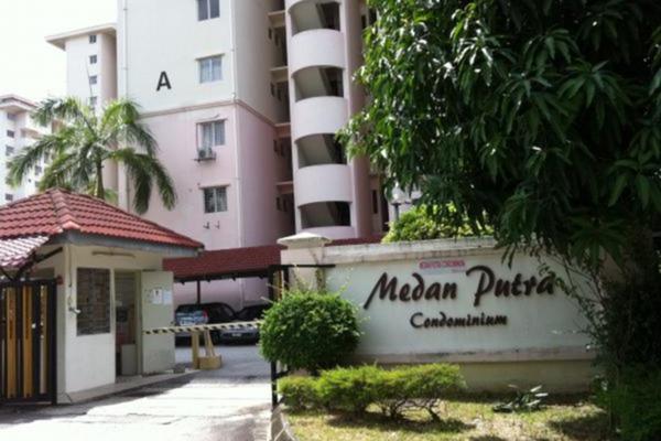 For Rent Condominium at Medan Putra Condominium, Bandar Menjalara Freehold Semi Furnished 3R/2B 1.6k
