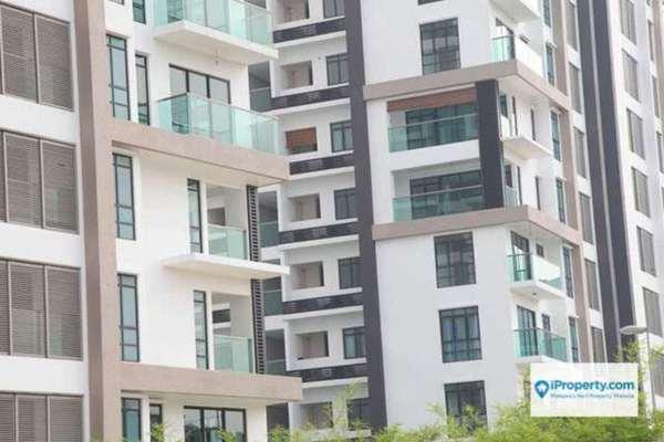 For Sale Condominium at Isola, Subang Jaya Leasehold Unfurnished 2R/2B 850k