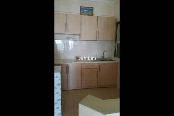 For Sale Condominium at Koi Tropika, Puchong Leasehold Semi Furnished 2R/1B 338k