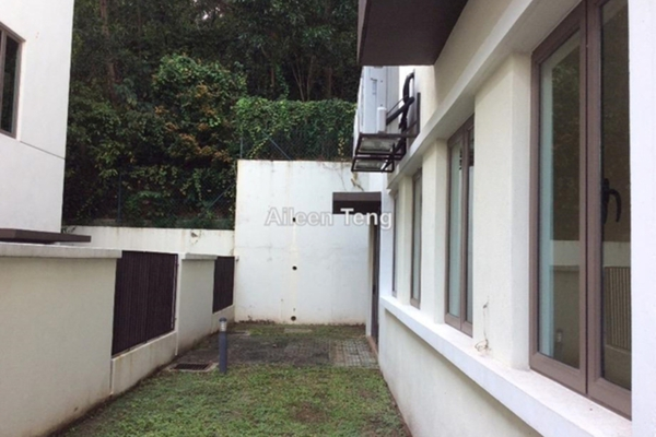 For Sale Semi-Detached at Taman Bukit Kuchai, Puchong Leasehold Semi Furnished 5R/6B 1.8m
