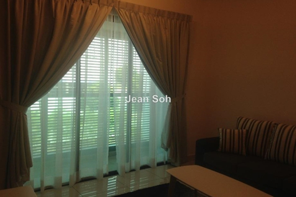 For Rent Condominium at Isola, Subang Jaya Freehold Semi Furnished 2R/2B 3.3k