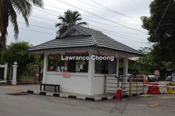 For Sale Condominium at Tiara Kelana, Kelana Jaya Leasehold Semi Furnished 4R/2B 680k