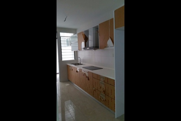For Sale Condominium at Hijauan Saujana, Saujana Freehold Semi Furnished 3R/2B 850k