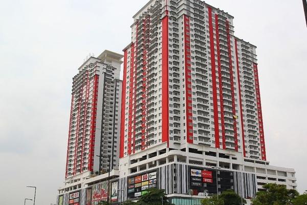 For Rent Condominium at Main Place Residence, UEP Subang Jaya Freehold Semi Furnished 2R/1B 1.4k