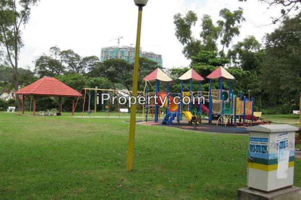 For Sale Terrace at Zone P, Sri Petaling  Semi Furnished 5R/4B 810k