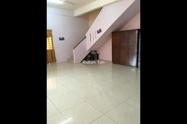 For Sale Terrace at Kampung Jawa, Shah Alam Freehold Semi Furnished 4R/3B 660k