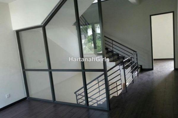 For Sale Terrace at Taman Saujana Suria, Kajang Freehold Semi Furnished 4R/4B 750k