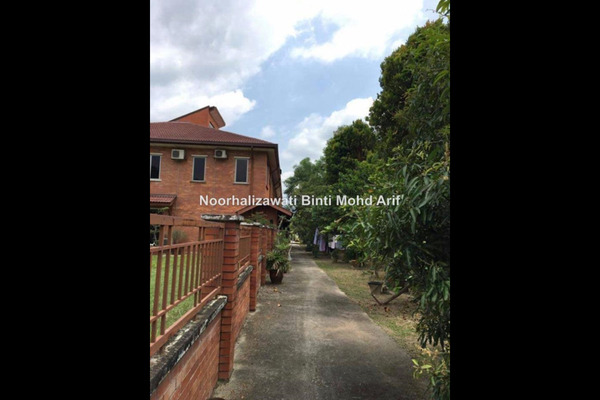 For Sale Terrace at Alam Budiman, Shah Alam Freehold Semi Furnished 4R/3B 1m