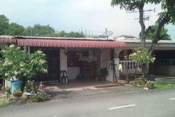 For Sale Terrace at Taman Bukit Mewah, Kajang Leasehold Semi Furnished 3R/2B 320k