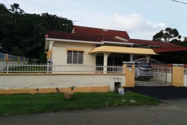 For Sale Semi-Detached at Kawasan Perusahaan Dioh, Kuala Pilah Freehold Semi Furnished 4R/3B 500k