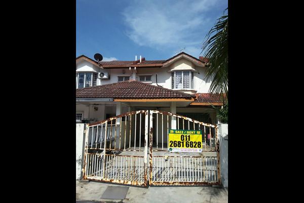 For Sale Terrace at Taman Subang Murni, Subang Leasehold Semi Furnished 4R/3B 650k