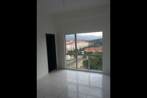 For Rent Condominium at Suria Residence, Bandar Mahkota Cheras Freehold Semi Furnished 3R/2B 1k