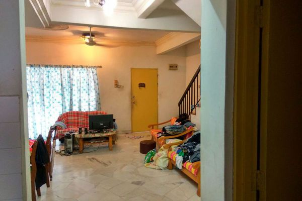For Sale Terrace at Taman Impian Ehsan, Balakong Leasehold Semi Furnished 4R/3B 400k