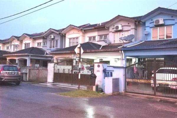 For Sale Terrace at Taman Puncak Jalil, Bandar Putra Permai Leasehold Semi Furnished 4R/3B 520k