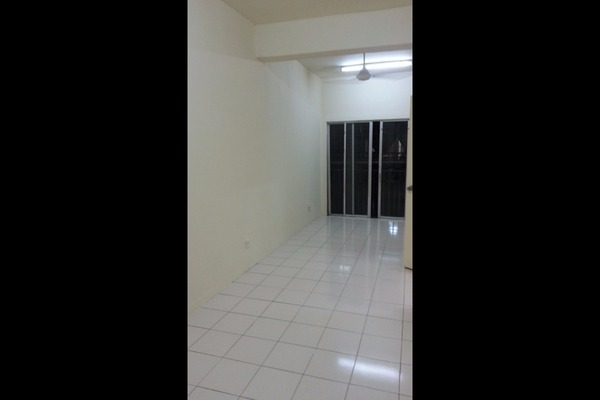 For Rent Apartment at Vista Apartment, Damansara Damai Freehold Unfurnished 3R/2B 800translationmissing:en.pricing.unit