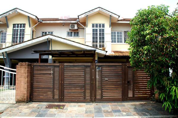For Sale Terrace at Section 3, Bandar Baru Bangi Leasehold Semi Furnished 4R/3B 535k