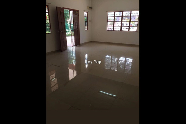 For Rent Bungalow at Section 1, Petaling Jaya Freehold Unfurnished 4R/3B 2.7k